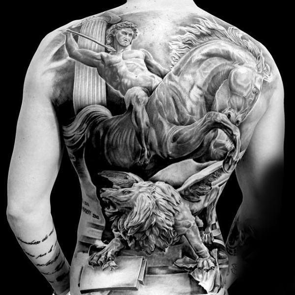 Worksheet. Tatuaje en la espalda guerrero antiguo a caballo y len furioso